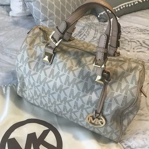 White/vanilla Michael Kors bag in great condition
